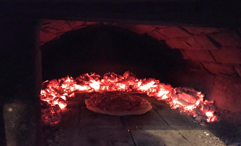piec chlebowy u wieśniaków, pizza, flammkuchen